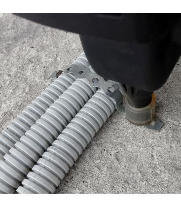 Монтаж гофротрубы к полу с помощью перфоленты и газового монтажного пистолета
